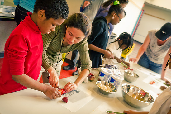 cooking-matters-for-families-cooking-class-01-549